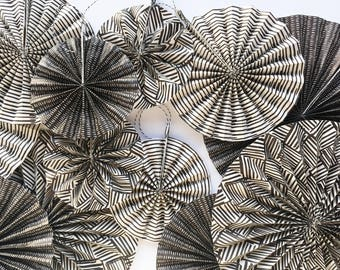 Rosettes Chicapui, perfect backdrop for your holidays. Decorations to set the table, to be used as a placeholder and decorate the house.