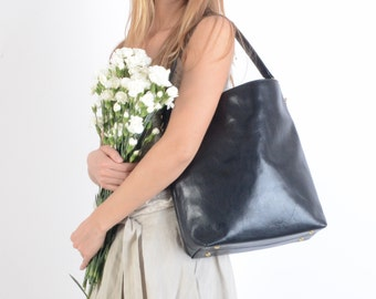 Molly Black tote, Black Leather Tote, Leather tote, Medium bag, Messanger