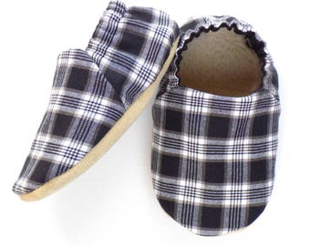 Plaid Baby Shoes, Size 6-12 mos, Black and White Baby Booties, Baby Soft Shoes, Soft Sole Shoes, Slip On Baby Shoes, Baby Shower Gift