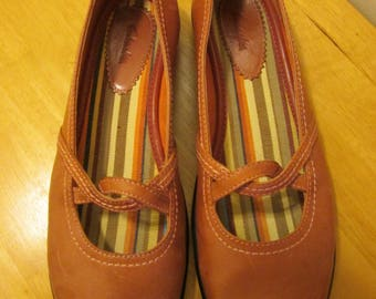 Vintage Clarks salmon pink leather twisted Mary Jane shoes. Made in Brazil Size 8 1/2 M Clarks leather flat shoes
