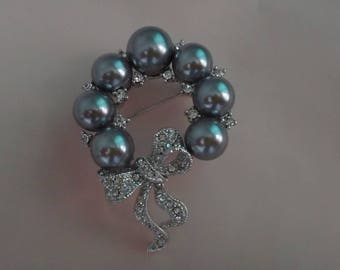 Christmas Brooch embellished with pearl