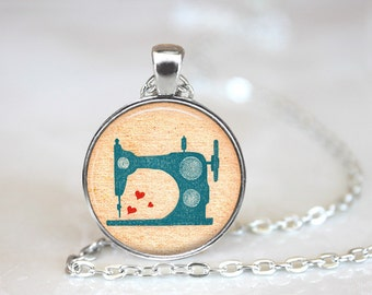 Vintage Sewing Machine Necklace, Sewing Machine Jewelry.Craft Lover Gift