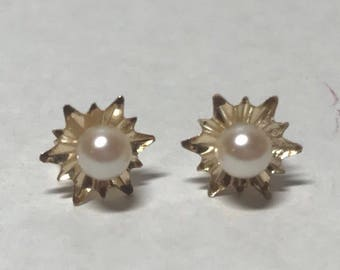 14k Gold and pearl post earrings