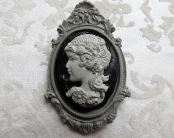 Flower Girl Cameo Brooch (grey)