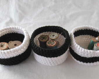 Black and white crochet baskets, black baskets, storage baskets, key bowls, black bowls, crochet bowls, white baskets, handmade mini baskets