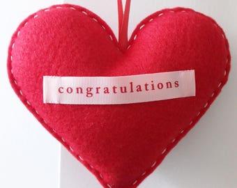 Félicitations - décor à la main rouge en feutrine Love coeur