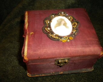 Aged Jewelry Cache with Cameo and Bullion trim (FFs1176)