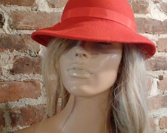 Vintage 1930's - 40's style wool hat red with ribbon