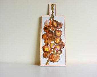 Decorative Hanging Handle Wooden Country Cutting Board with Colorful Onion Illustrations