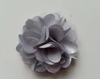 rosette  fleur  satin et tulle gris clair 50mm