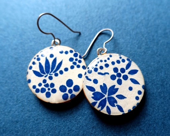 Flower earrings, blue earrings, lightweight earrings, floral earrings, Japanese paper earrings, paper earrings, chiyogami earrings, yuzen