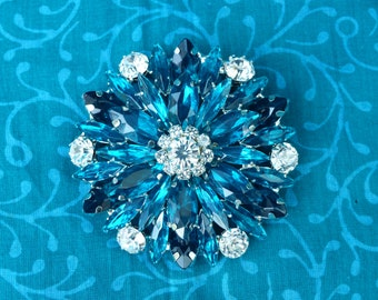 DELIZZA AND ELSTER ? - Vintage 1960s Juliana-style Silver-tone Teal-Blue & Clear Crystal Flower Diamanté Brooch