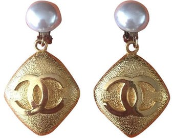 Authentic CHANEL 1986 Vintage Extra Large Gripoix Pearl and CC Emblem Dangle Clip On Earrings