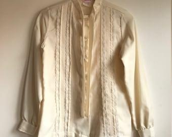 1970s Vintage Long Sleeve Cream Lace Tuxedo Blouse Size Medium