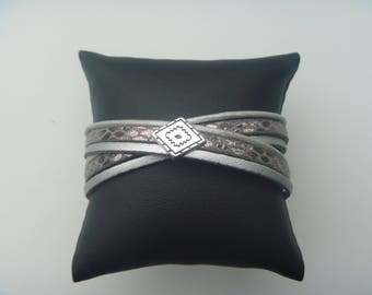 Leather wrapbracelet of silver and brown with a leather slider