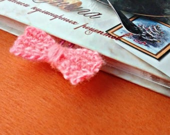 Crochet bookmark pink bow teacher gift paper clip office gift ideas daily planner accessories handcrafted knitted souvenir pattern book