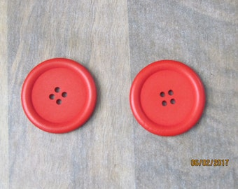 2 wood, red, 40mm, 4 hole buttons