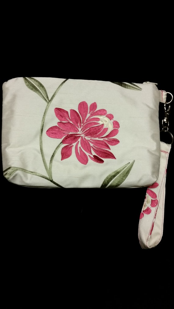 L514. Pink flower clutch purse