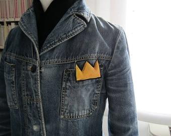 Mini brooch Basquiat crown unisex gift birthday anniversary textile jewelry pop graffiti street art wearable pin New York king yellow black