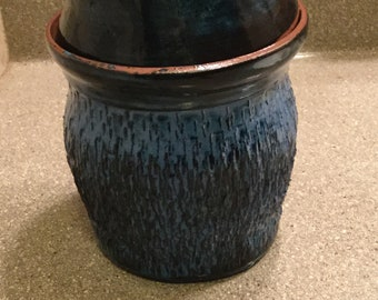 Pot with lid in blue
