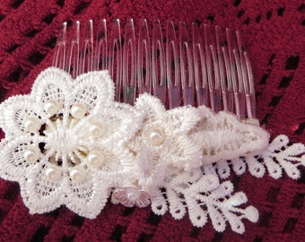 Bridal hair comb with Venice lace and acrylic pearls, Boho Vintage style wedding hair accesories.