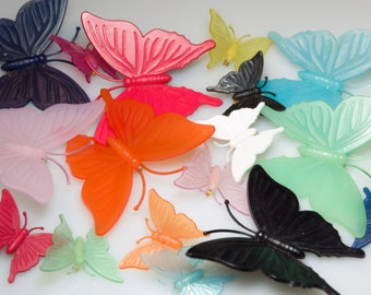 17 Pieces Butterfly Brooches vintage plastic 80s div. Colors-Butterfly Brooch Brooches 70s or 80s Denmark-wholesale stock