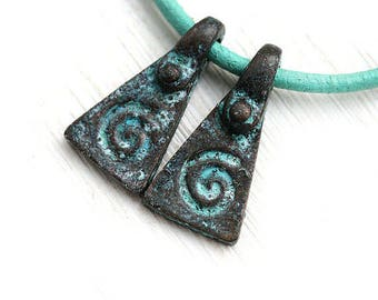 Spiral metal ornament charms, Pyramid, triangle jewelry charms, Green patina on copper, greek beads, Lead Free - 20mm - 2Pc - F234
