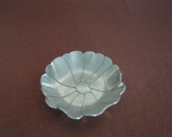 Vintage Everlast Aluminum Small Dish---Anchor Hallmark---From the 1940-50's