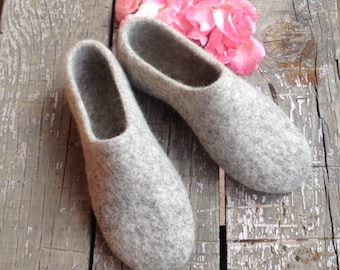 gray felted wool slippers, womens house shoes, Eco friendly, woolen clogs, Mothers day gift, rustic style slippers, organic wool
