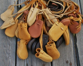 Leather medicines bags , A batch of 30 medicine bags , Leather neck bags