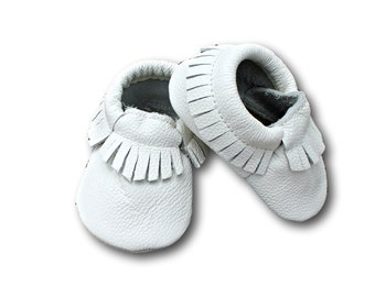 White Leather Baby Moccasins // White Baby Moccasins // Baby Moccasins // Baby Mocassins