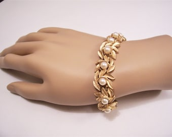 Avon White Pearl Beads Bracelet Gold Tone Florentine Brushed Leaves Vintage 1971 Evening Creation 7 1/2 Inches Long Boxed Link Chain