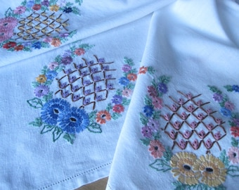 """Square 33.5 """" English hand embroidered tablecloth beautiful condition"""