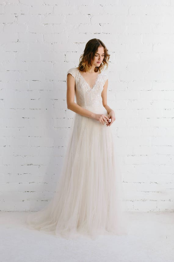 Spitze Brautkleid Brautkleid erröten tiefes V Illusion