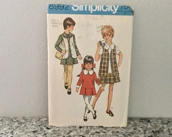 Girl's School Dress Pattern with detachable collar and cuffs inverted pleats and vest vintage 1970 Simplicity 8992 size 4 Breast 23 inches