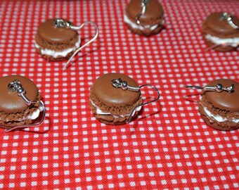 handmade caramel macaron earring