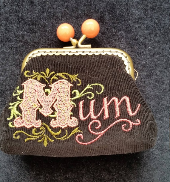 CP536   Small coin purse. Embroidered Mum.