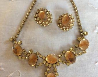 Vintage Necklace & Clip-On Earring Set   Bakelite/Lucite Set
