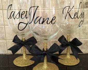 Bridesmaid Glitter Wine glass in gold - bridal party gifts - custom wine glasses - glitter wine glasses - bridesmaid gifts - bridesmaids