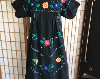 ViNtAgE 70's Mexican EMBROIDERED MiNi Dress Blue Tunic Floral Cotton  Artisan Made S / M Small Medium | Mini dresses, Mexicans and Minis