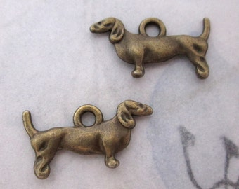 10 pcs. small antiqued brass plated dachshund dog charms 19x10mm - f4881