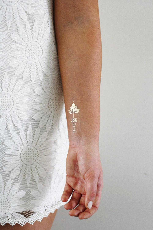 tatouage temporaire de lotus unalome or or tatouages. Black Bedroom Furniture Sets. Home Design Ideas