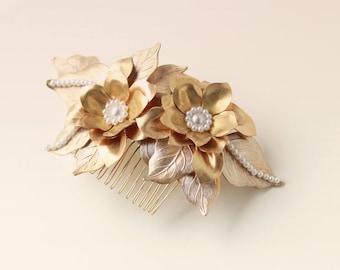 Gold metal hair comb, Golden flower bridal headpiece, Metal flower comb, Wedding hair clip, Golden hair comb, Gold brass flower