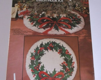 "Vintage NOS Sew Simple Latch Hook Kit 33"" Holly Wreath Rug Christmas Tree Skirt"