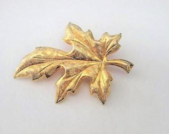 Vintage Jewelry ~ Gold Oak Leaf Pin Brooch   by Tammey Jewels