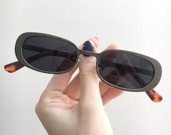 90s oval sunglasses w/ gunmetal silver frames