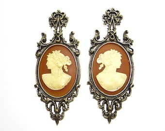 Vintage Pair Cameo Venezia 6571 Wall Art - Arabesque - Burwood Products - Beautiful Cameo Wall Art - Excellen Condition!  Ornate Gold Frame