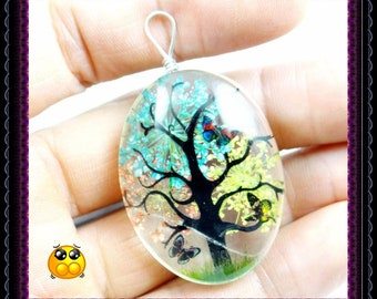 Quartz  Pendant Decorated With Tree & Butterfly