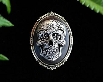 Sugar Skull Cameo Brooch, Skull jewelry, Gothic Jewelry, Gothic Victorian Brooch, Vintage Brooch, Rockabilly Jewelry, Calavera Jewelry pin