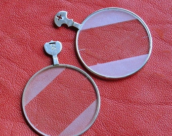 2 Optical eyeglass lenses Pendants for chain necklaces Diagonal frosted border Lines for exact center measurement No cracks or scratches